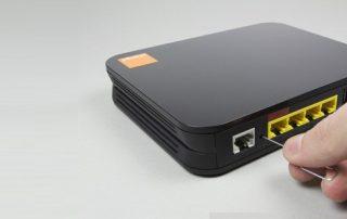 lay-lai-mat-khau-dang-nhap-mac-dinh-cua-modem-bang-cach-reset-modem