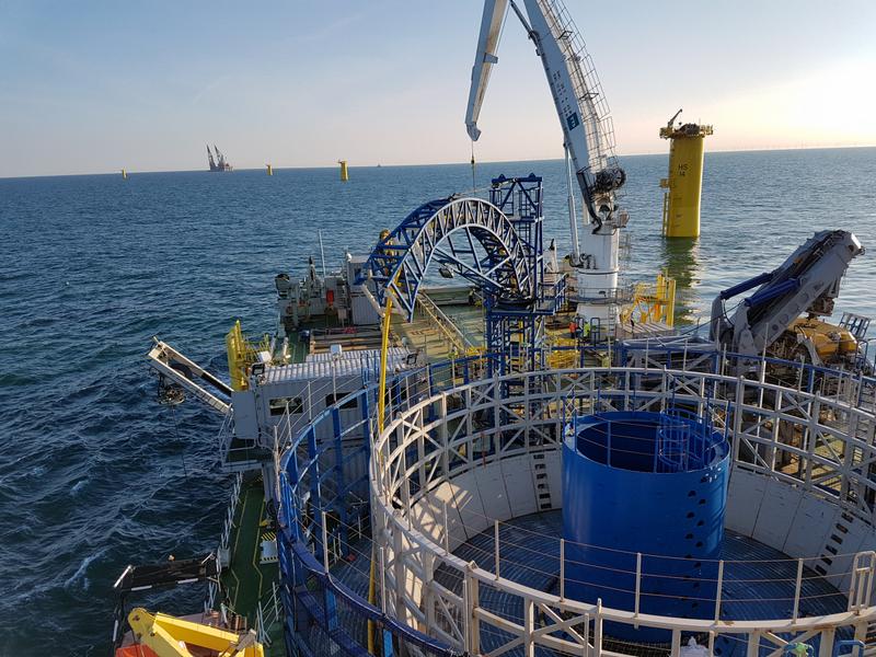 Hệ thống tàu thuyền chuyên dụng phục vụ việc lắp đặt cáp quang