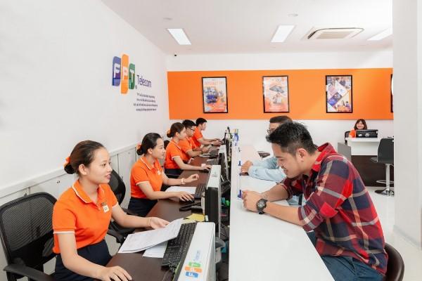 Tới văn phòng FPT Telecom nếu bạn muốn ngưng sử dụng dịch vụ