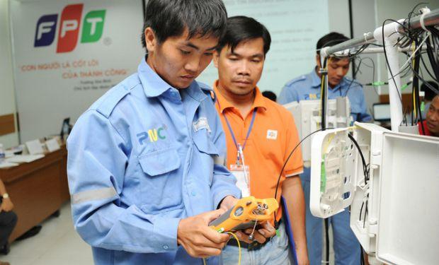 Đội ngũ kỹ thuật viên được đào tạo chuyên sâu, sẵn sàng nếu khách hàng có nhu cầu lắp mạng FPT Quảng Nam