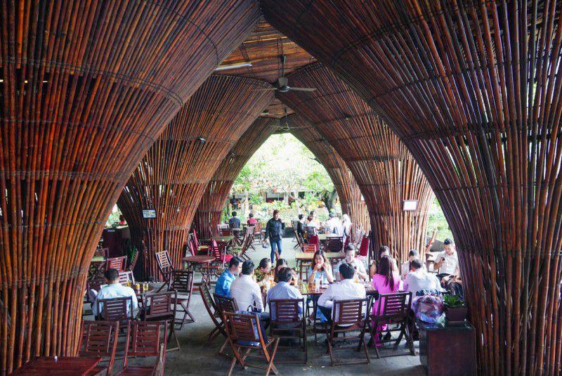Tới Kon Tum, bạn có thể truy cập wifi miễn phí tại quán cafe cạnh cây cầu Đăk Bla này (Nguồn: vnexpress)
